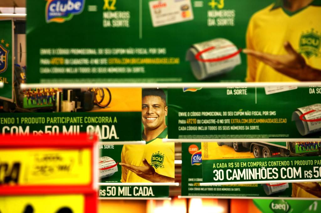 Ronaldo, rostro de los anuncios en el supermercado oficial de la Copa del Mundo. / Lorena P. Durany