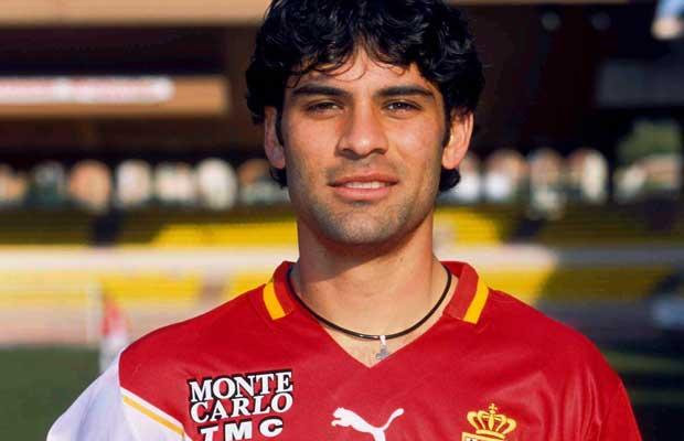 Aterrizaje en Europa para vestir los colores del Mónaco, con el que ganó la Liga francesa en 2000.