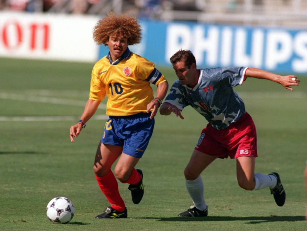 Carlos Valderrama, un genio con la pelota en los pies y con el peine entre las manos.