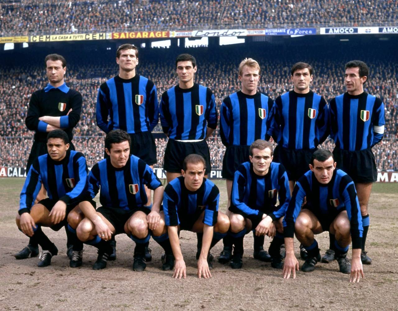 Inter-1963-Giuliano-Sarti-Giacinto-Facchetti-Aristide-Guarnieri-Carlo-Tagnin-Tarciso-Burgnich-Armando-PicchiJair-Bruno-Petroni-Luis-Suarez-Sandro-Mazzola-Mario-Corso