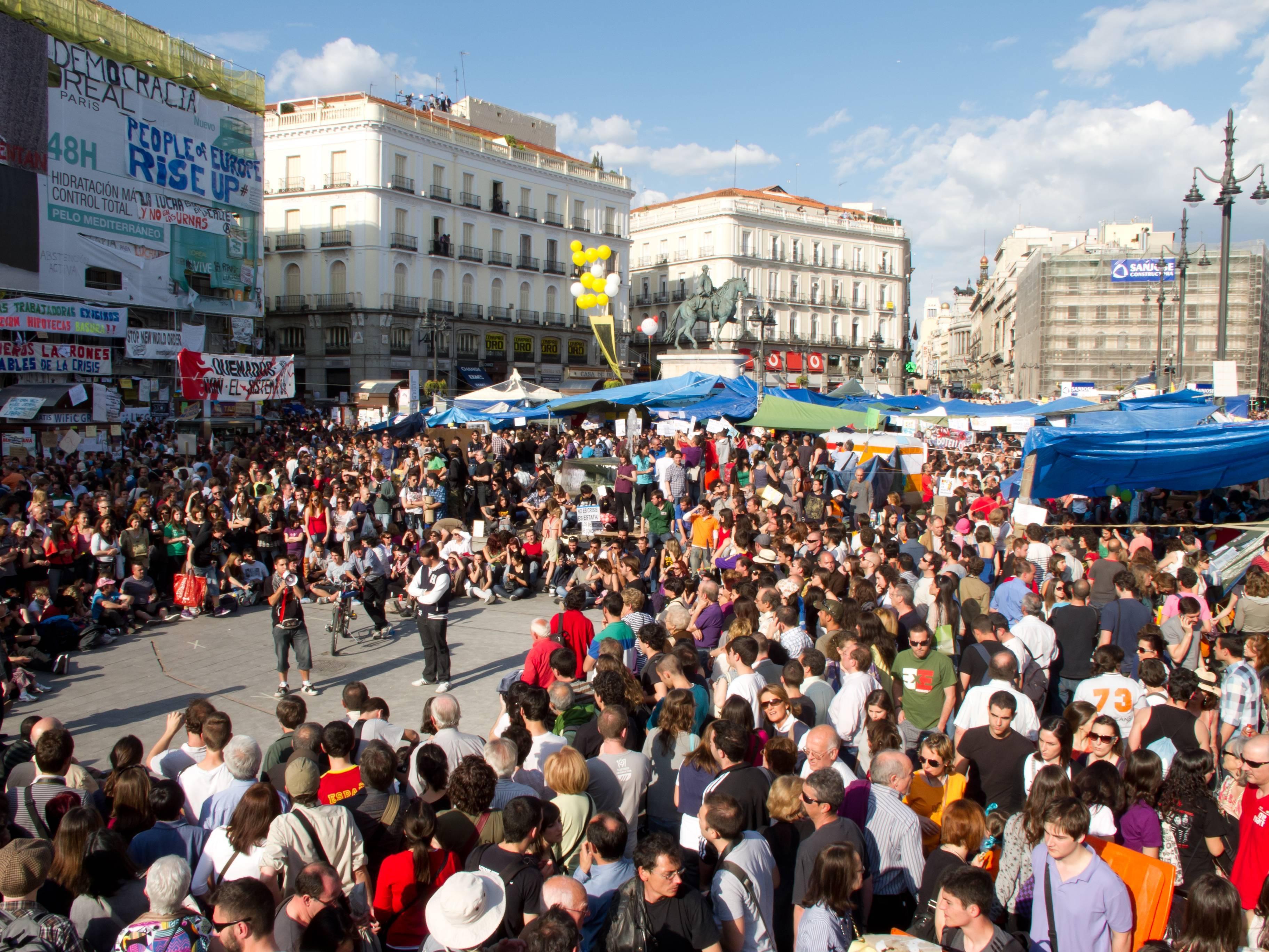 Protestas_Puerta_del_Sol_-_Madrid_-_mayo_2011_-_01