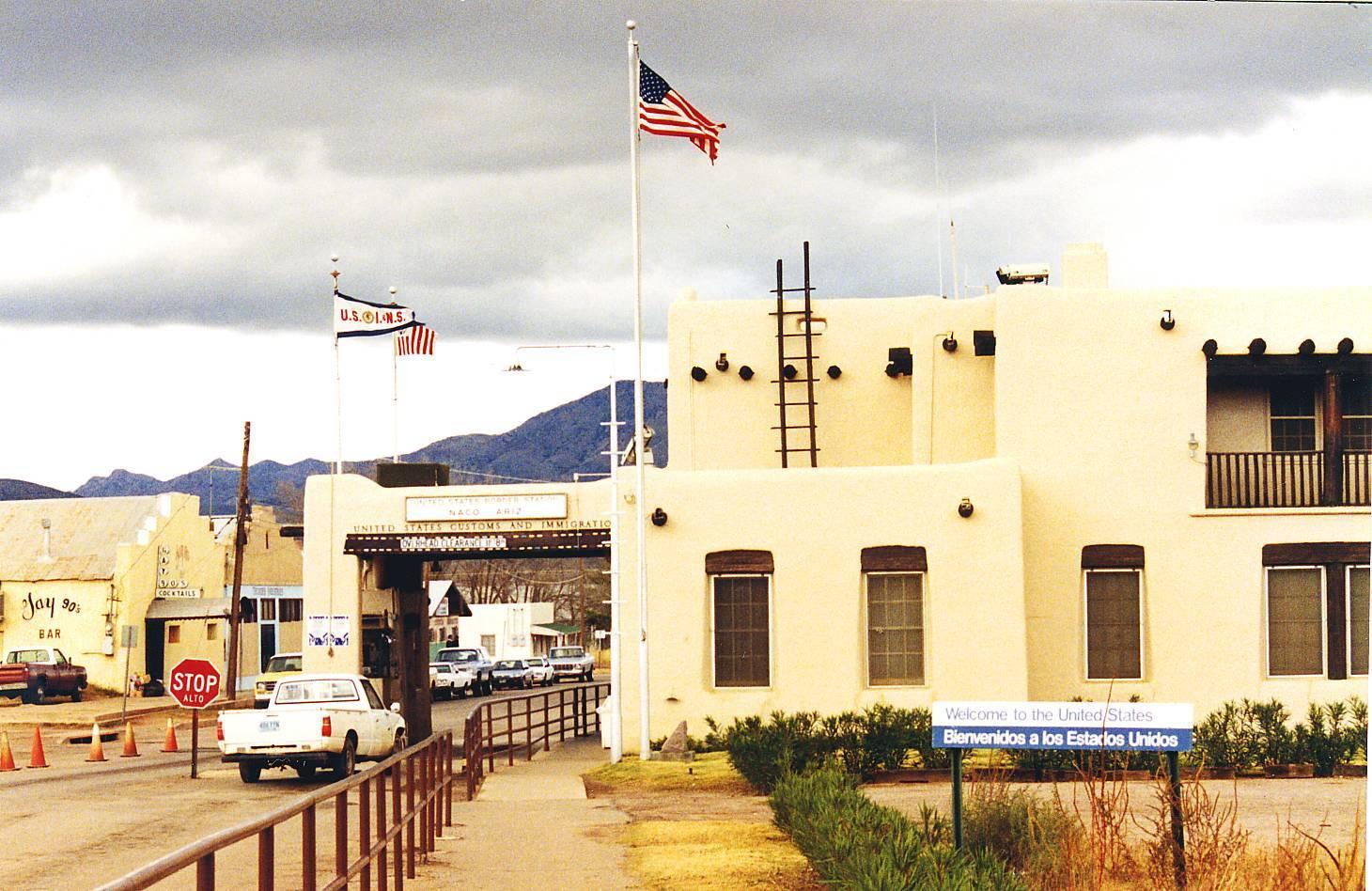 United_States_border_at_Naco,_Mexico