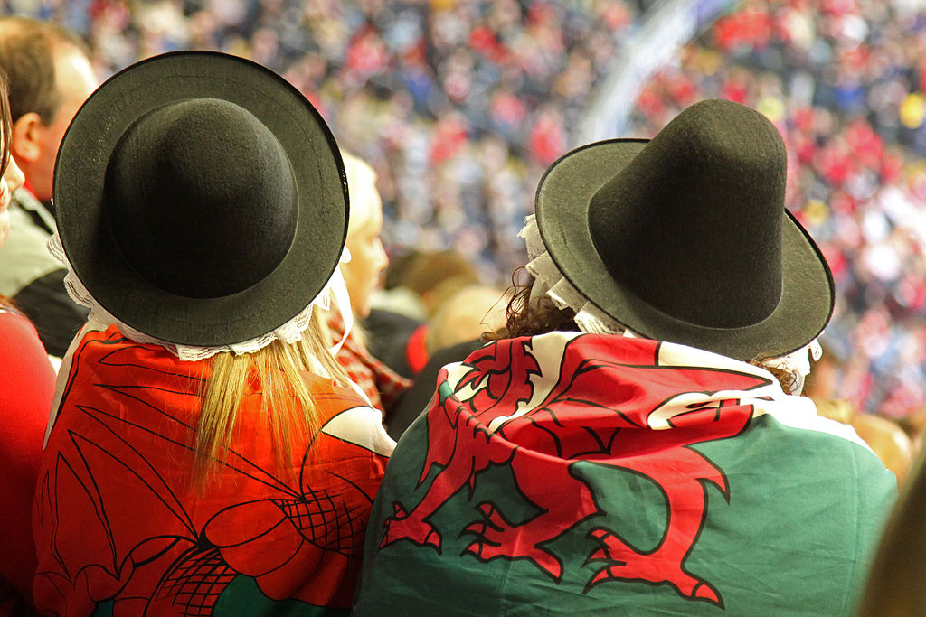 1024px-Two_Welsh_Dragons_par_zoonabar