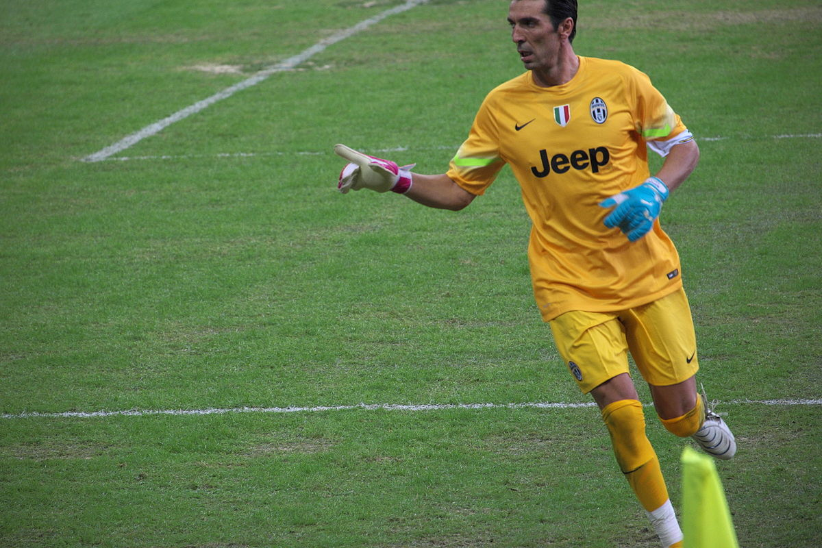 1200px-Singapore_Selection_vs_Juventus,_2014,_Gianluigi_Buffon