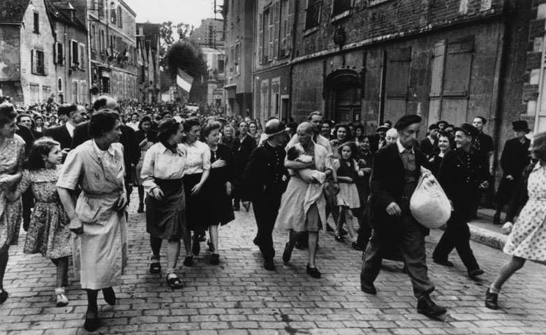 mujer-francesa-colaboracionista-horizontal-alemanes-chartres-1944