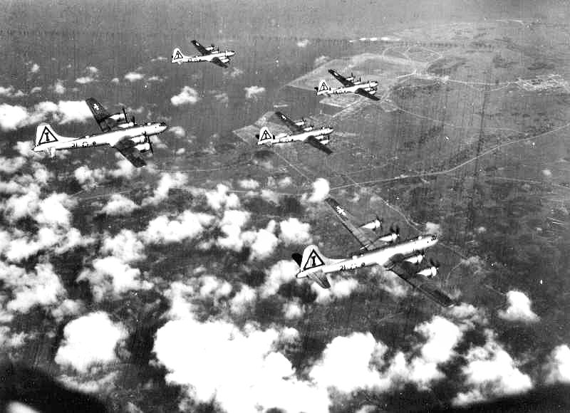 468th_bomb_group_over_japan_1945