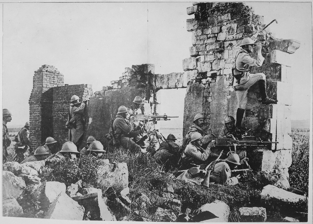 lossy-page1-1200px-french_troopers_under_general_gouraud_with_their_machine_guns_amongst_the_ruins_of_a_cathedral_near_the_marne-_-_nara_-_533679-tif